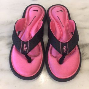 Nike pink comfort footbed flip flops size 5